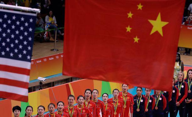 Virheellinen Kiinan lippu nousi hallin kattoon, kun Kiina voitti Serbian lentopallofinaalissa.