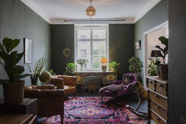 Rohkeat värivalinnat palkitsevat! Nämä värit toimivat hyvin yhteen vanhojen huonekalujen kanssa.