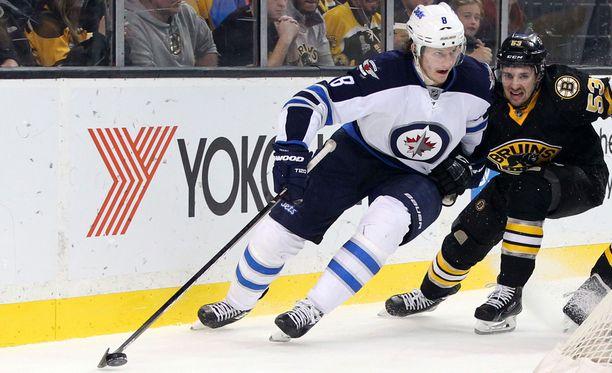 22-vuotias huippupuolustaja Jacob Trouba on tärkeä palanen Winnipeg Jetsin nuorekkaassa joukkueessa.