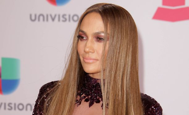 Jennifer Lopez on seksikäs artisti.