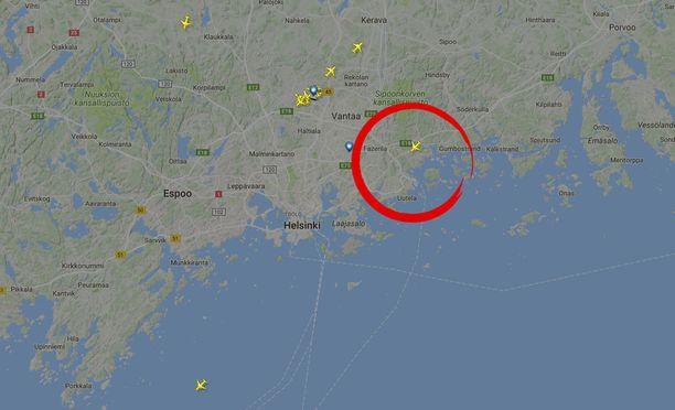 Myös suositun Flightradar-nettisivun mukaan kello 08.06 on lähtenyt lento Samokselle.