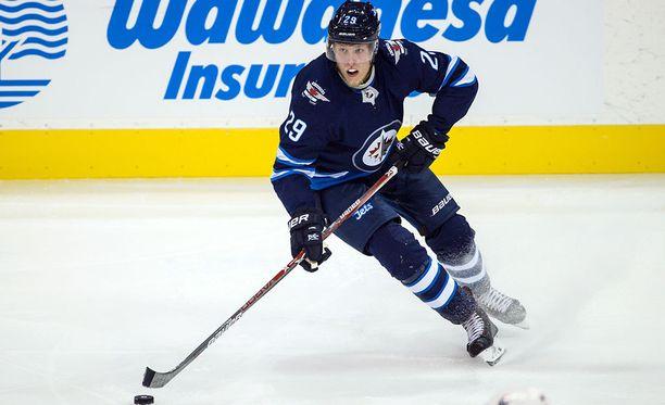 Patrik Laineen ruuti oli kuivaa harjoitusotteluissa. NHL-kauden avausottelussa mies jäi maaleitta.