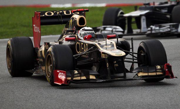 Lotus protestoi Mercedestä vastaan.