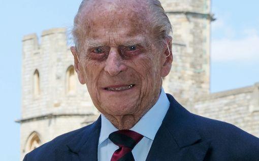 Prinssi Philipin ensimmäinen virallinen edustustehtävä pitkään aikaan - vieläpä herttuatar Camillan kanssa