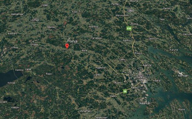 Bussi suistui ojaan Melliläntiellä Pöytyällä maanantaiaamuna.