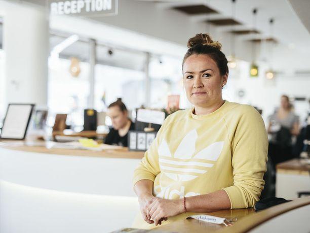 Idea omasta hostellista syntyi riippukeinussa Filippiineillä. Nyt Tuulia omistaa hostellin yhdessä ystävänsä Antin kanssa.