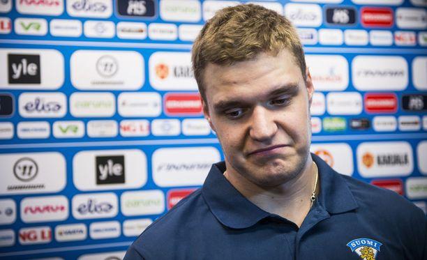 Aleksander Barkov sai mojovat sakot ylinopeudesta.