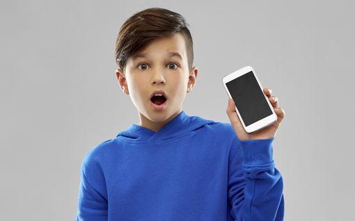 Minkälainen puhelin lapselle ja koululaiselle? Ota nämä asiat huomioon