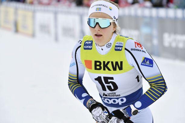 Stina Nilsson haluaa nousta myös ampumahiihdon huipulle.