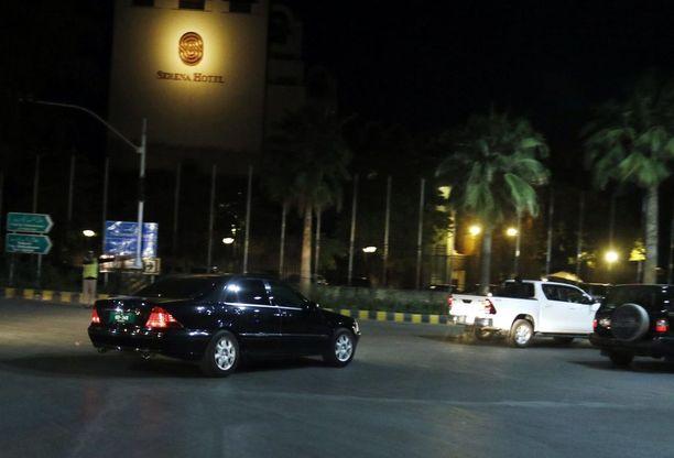 Malalan auto saapui hotellille Islamabadissa.