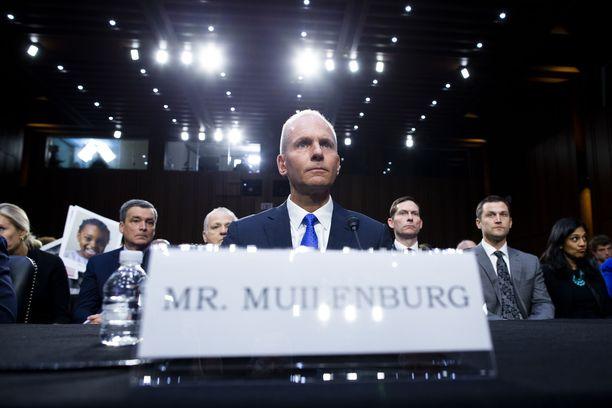 Boeingin toimitusjohtaja Dennis Muilenburg USA:n senaatin kuultavana 29. lokakuuta.