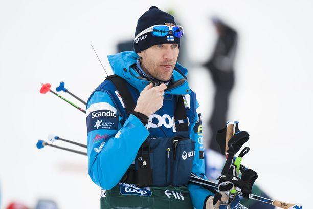 Hiihtomaajoukkueen päävalmentaja Teemu Pasanen paljastaa myös Suomen harkitsevan maailmancup-kisojen jättämistä väliin.
