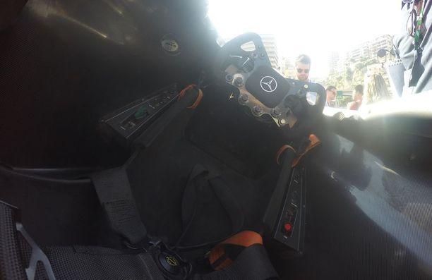 Tältä näyttää Häkkisen mestaruusauton ohjaamossa.