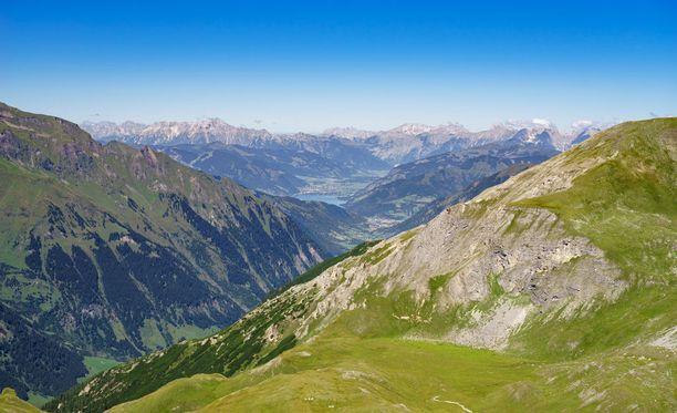 Zell am See sijaitsee noin 80 kilometrin päässä Salzburgista.