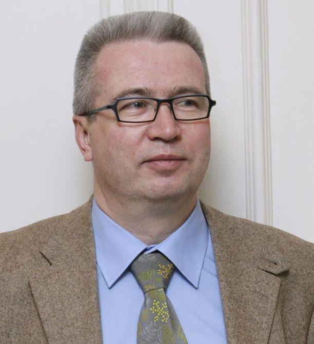TÄSMÄVALTUUTETTU Kokoomuksen Risto Rautava ei ole ollut poissa yhdestäkään kokouksesta 2000–luvulla.