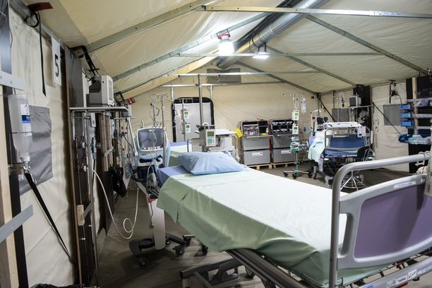 Husin Meilahden sairaalan pysäköintitiloihin pystytettiin keväällä tilapäinen varasairaala koronapotilaita varten. Tällä hetkellä sairaalahoidossa on vähän koronapotilaita.