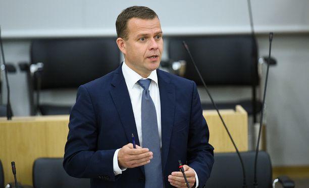 Kokoomuksen puheenjohtaja Petteri Orpo toivoo hallituksen kieltävän väkivaltaiset äärijärjestöt.