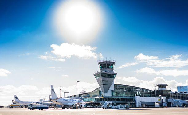 Helsinki-Vantaalta on lentoyhteydet 145 kohteeseen ympäri maailmaa yli 50 lentoyhtiön lennoilla. Vuonna 2017 Helsinki-Vantaan lentoasemalla vieraili 18,9 miljoonaa matkustajaa.