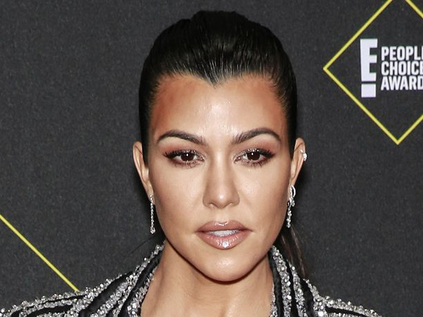 Kourtney Kardashian vastasi spekuloiville faneilleen tiukasti.