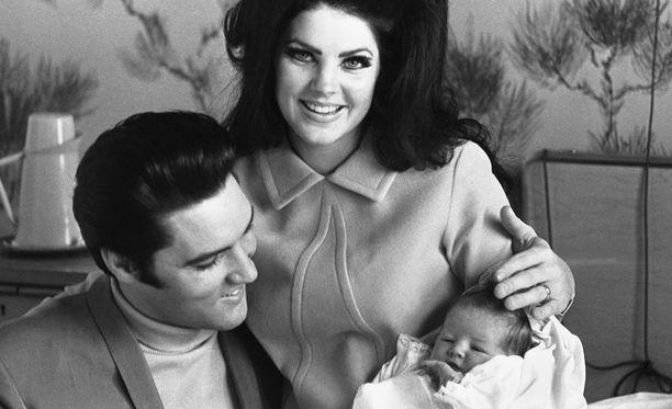 Priscilla Presley on tunnettu näyttelijä.