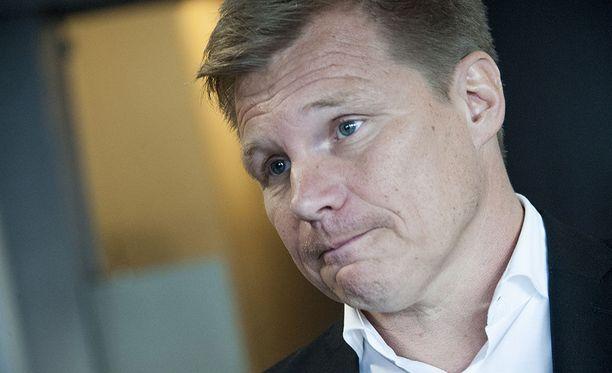 Ilta-Sanomien tietojen mukaan keskusrikospoliisi epäilee Mika Saloa törkeistä talousrikoksista, sillä ex-formulakuski epäillään jättäneen noin 110 000 euron edestä veroja maksamatta.