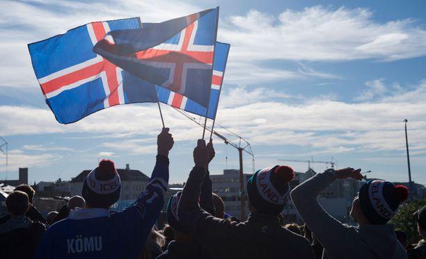 Islannin liput liehuivat urheasti tappioasemasta huolimatta.