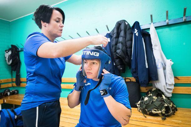 Valmentaja Maarit Teurosen ja Elina Gustafssonin yhteistyö päättyi.