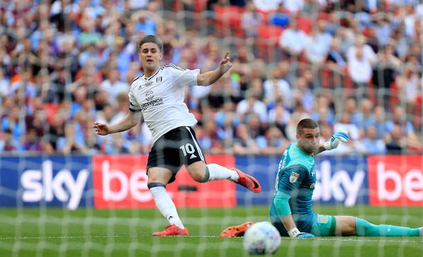Tom Cairney ujuttaa Fulhamin Valioliigaan.