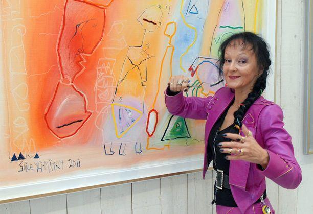 Soile Yli-Mäyry on ansioitunut suomalaistaiteilija.
