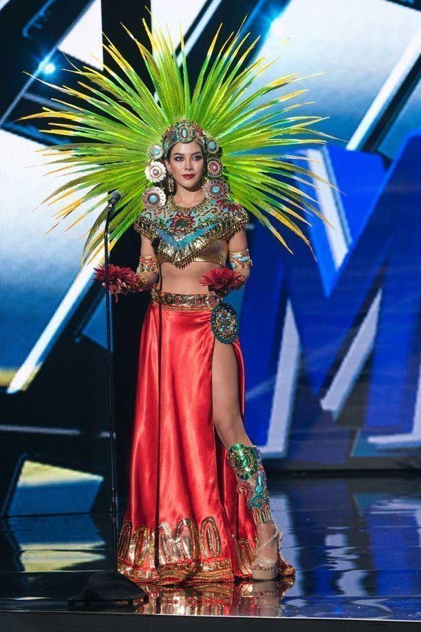 Miss Mexicon vehreä päähine toimi katseenvangitsijana