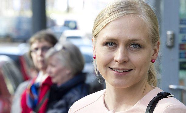 Kokoomuksen kansanedustaja Elina Lepomäki kokeilisi ravintoloita ilman valvontaa.