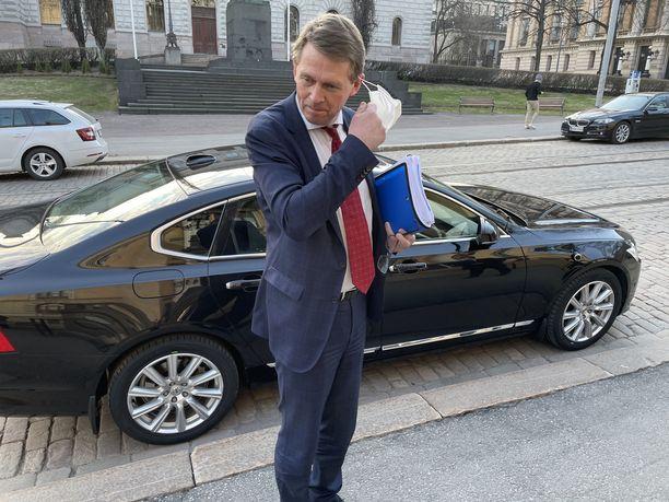 Rahaministeri Matti Vanhanen (kesk) on ollut tällä viikolla kiireinen mies.
