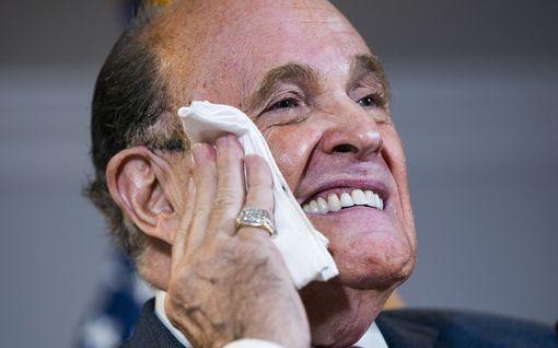 Trumpin asianajajalla Rudy Giulianilla on todettu koronatartunta – joutui sairaalahoitoon