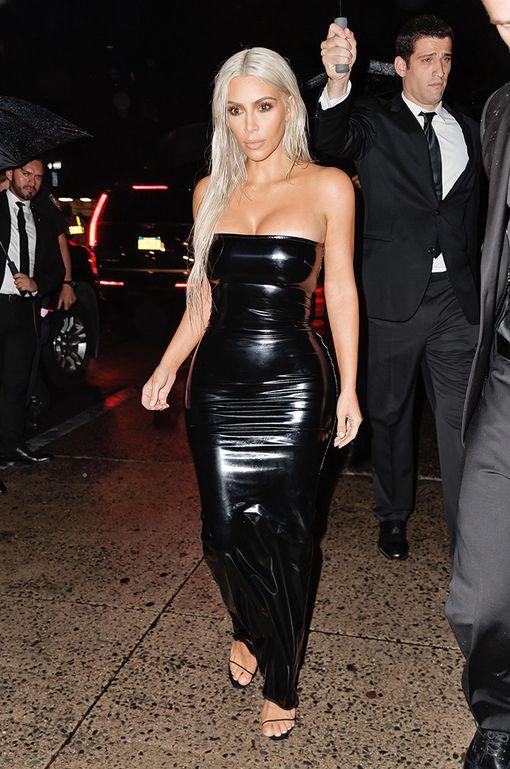 Kim Kardashian saapui Tom Fordin näytökseen täysin uudessa hiustyylissä.