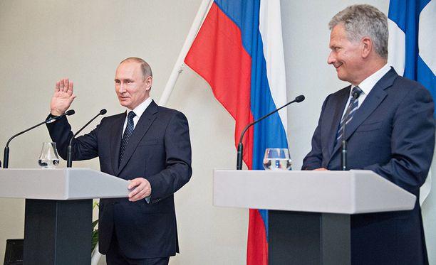 Venäjän ja Suomen presidentit ovat tavanneet säännöllisesti pakotteista huolimatta. Kuvassa Vladimir Putin (vas.) ja Sauli Niinistö Punkaharjulla viime heinäkuussa.