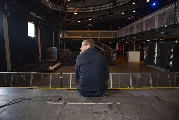 Mediapersoona ja kunnallispoliitikko Wallu Valpio istui surullisena Nosturin lavalla. Hän on ollut Lepakon ja Nosturin toiminnassa mukana yli 30 vuotta.
