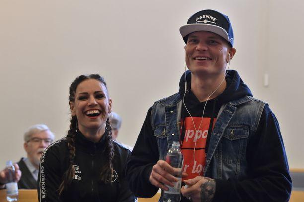 Niklas Räsänen matkusti Eva Wahlströmin tueksi New Yorkiin.