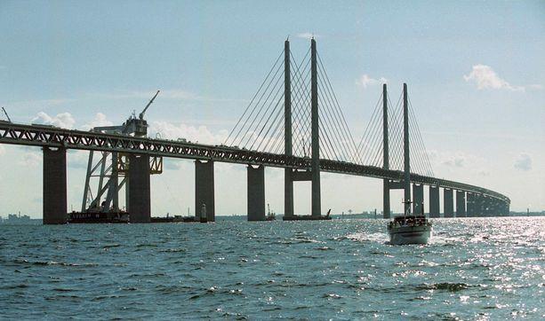 Juutinrauman silta yhdistää Tanskan ja Ruotsin.