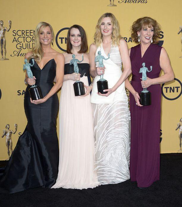 Downton Abbeyn näyttelijäkaarti valittiin draamasarjojen parhaaksi.