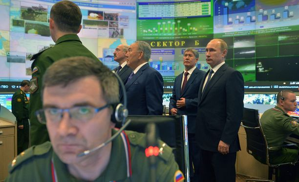 Putin vieraili tiistaina uudessa valvontakeskuksessa.