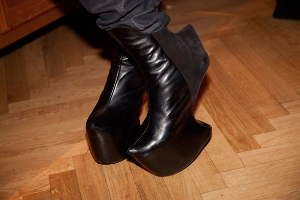 Mert Otsamon mielestä korottomat kengät ovat yllättävän mukavat jalassa.