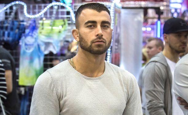 Makwan Amirkhani oli keskellä tappelua yökerhon vessassa.