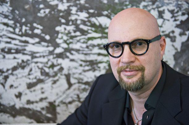 Juha Vuorinen kertoo avoimesti painonsa nousseen joulun herkuttelun myötä.