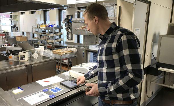 Kaj Lindström toivoo, että tulevaisuudessa valtaosa työntekijöistä maksaisi lounaansa MobilePaylla.