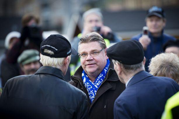 Perussuomalaisten puheenjohtaja Timo Soini kampanjoi Tampereella 2012 kuntavaaleissa.