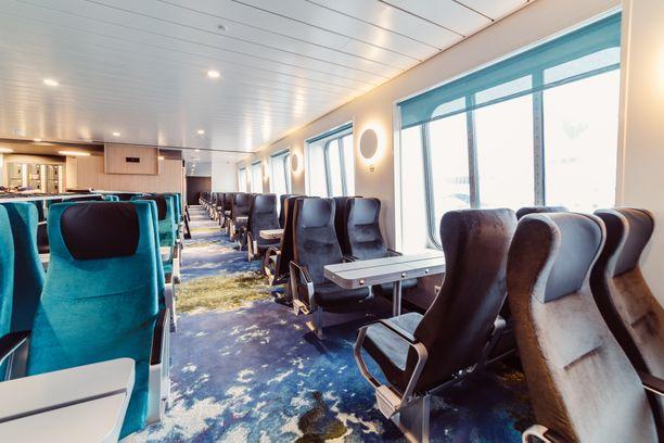 Megastarin maksuton Sitting Lounge on rauhallisempi vaihtoehto kansimatkustajalle. Paikan saatavuutta ei kuitenkaan voi varmistaa etukäteen.