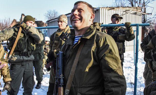 Aleksandr Zahartshenko (kuvassa keskellä) vaikuttaa oheisella videolla vähintäänkin väsyneeltä.