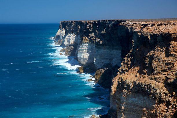 Hyvällä tuurilla australialaisilta Bundan kallioilta näkee valaita.