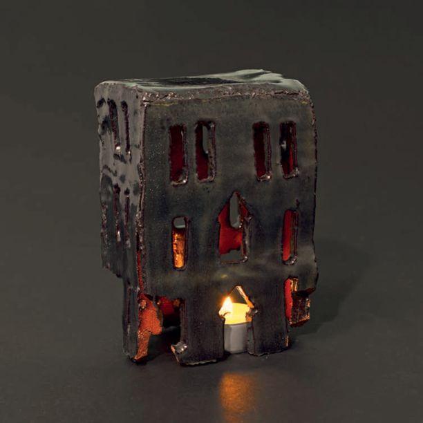 Uudellamaalla 2010-luvulla tehdyn kynttilälyhdyn alkusysäyksenä toimi ajatus onnellisten ihmisten talosta, jonka ikkunoista vilkkuisi elävä tuli.