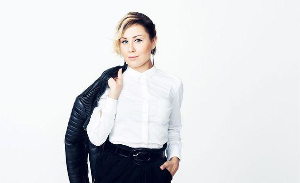 Alma Hätönen sekoitetaan usein laulaja Anna Abreuhun.